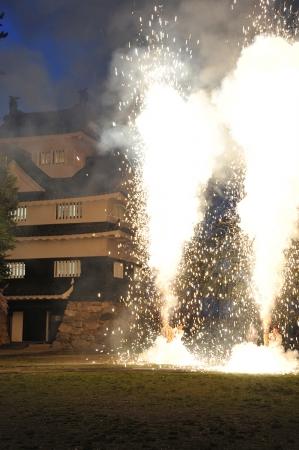 吉田城鉄櫓前広場で、三河伝統の手筒花火を特別放揚