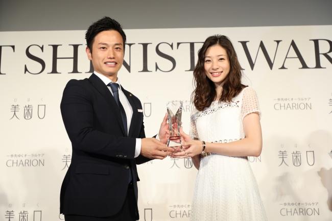BEST SHINIST AWARD 2018 シャリオン角田社長と女優・足立梨花さん