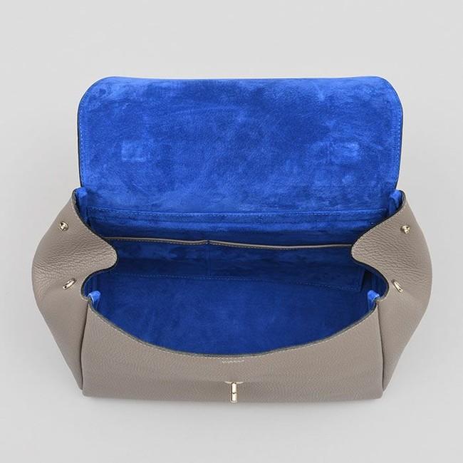 内側は通常展開しているバッグと同じ、知性の象徴と言われる青色の豚革を用いています。