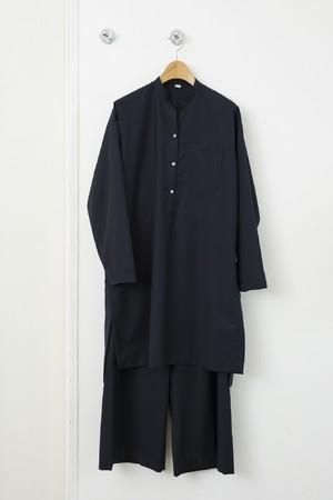 シャツワンピース 税込¥46,200(38、40サイズ) パンツ 税込¥33,000(38、40サイズ)