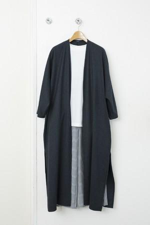 ロングティーシャツ 税込¥27,500(S、M、L、LLサイズ) ガウン 税込¥71,500(38、40サイズ) パンツ 税込¥33,000(38、40サイズ)