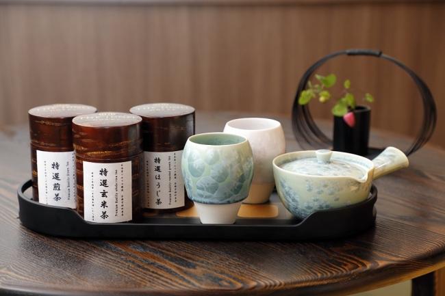 和束の茶畑から直送された宇治茶を京都清水焼の特注急須とカップで