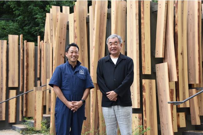 鍋島松濤公園トイレ前 左より常務理事笹川、隈研吾氏
