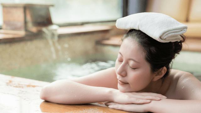 ▲目を閉じると森の中や、温泉宿のヒノキのお風呂にいるような気分に。ゆっくりとつかれるように、お湯の温度は40℃前後がおすすめです。