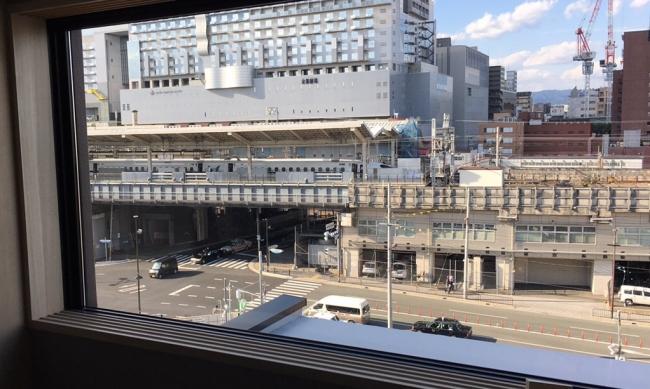 新幹線の発着が目の前