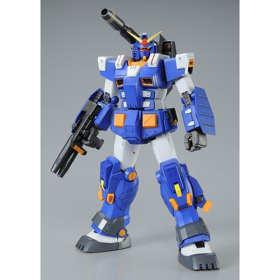 青と白の印象的な重装甲フルアー...