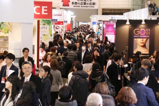 2019年COSME TOKYO会場の様子 通路は多くの来場者でいっぱいに