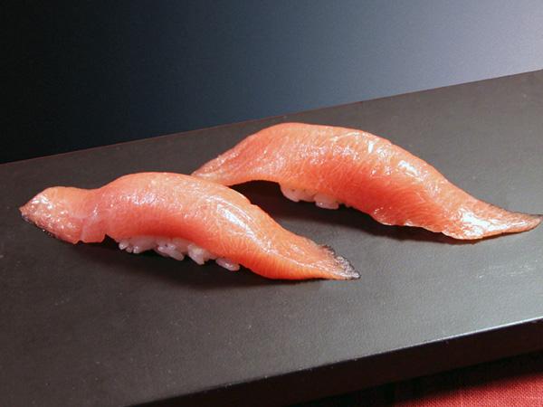 本鮪の頭肉はがしおおとろ 1個:498円(税別)