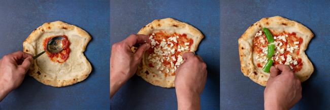 解凍したピザ生地にソースを塗り、具材を盛り付けます