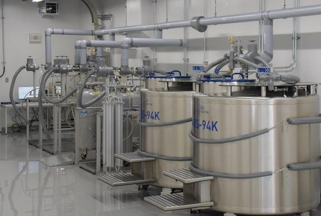 国内最大級の大型細胞保管容器。液化窒素液面値や温度を24時間遠隔で管理。