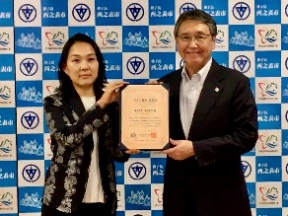 八板市長と一社団法人全日本ヨガ連盟種子島支部長 川越れい子先生