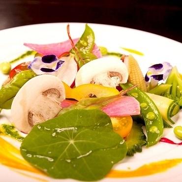 「BAN!サラダ」20種類以上の季節野菜を使用したバーニャカウダ風
