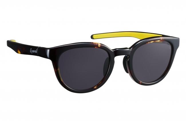 ■手に持ったモデル 商品名:LEIFER II XL カラー品番:DM-LY 金額:17,000