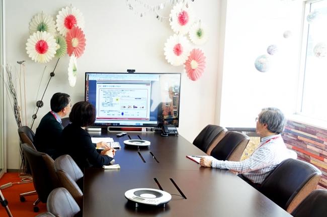 シニアウェブコンサルタントによるウェブサイト改善の様子