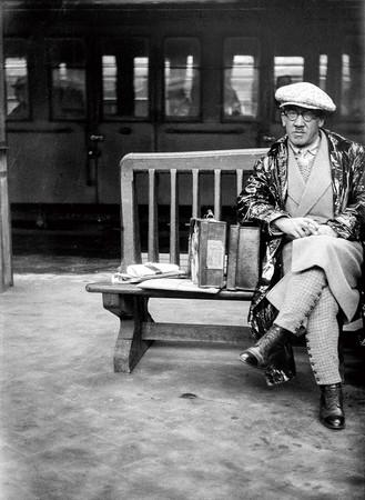 (写真:マドレーヌ・ルクー《フジタの肖像》1931年 メゾン=アトリエ・フジタ)