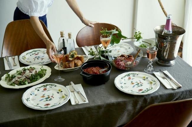 離れて暮らす家族や気心知れた友人などを招く、肩肘張らない、いつものおもてなし。料理家の野口真紀さんと柳瀬久美子さんに「おもてなしといえばコレ」という定番のレシピを教えてもらいました。