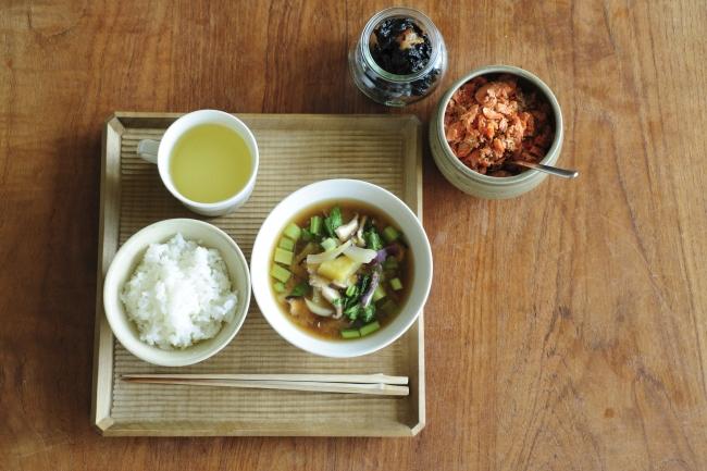 毎日の暮らしをうまく回すために、段取り上手の人はどんな工夫をしているのでしょう。料理家のワタナベマキさん、松田美智子さん、デザイナーの長江青さんに、朝と夜の段取りを教えてもらいました。