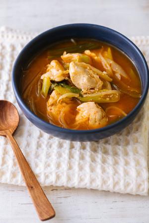 鶏ササミの担々麺風スープ