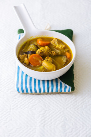 鶏モモ肉と野菜のカレースープ