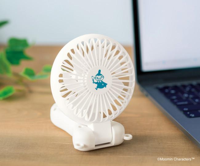オフィスやテレワーク中のデスクではもちろん、エアコンの効きづらいキッチンなどでもフェイスを好みの角度にし、置いたまま使えます。