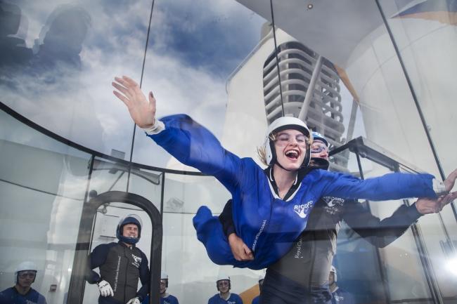 アイフライ:スカイダイビングを疑似体験!