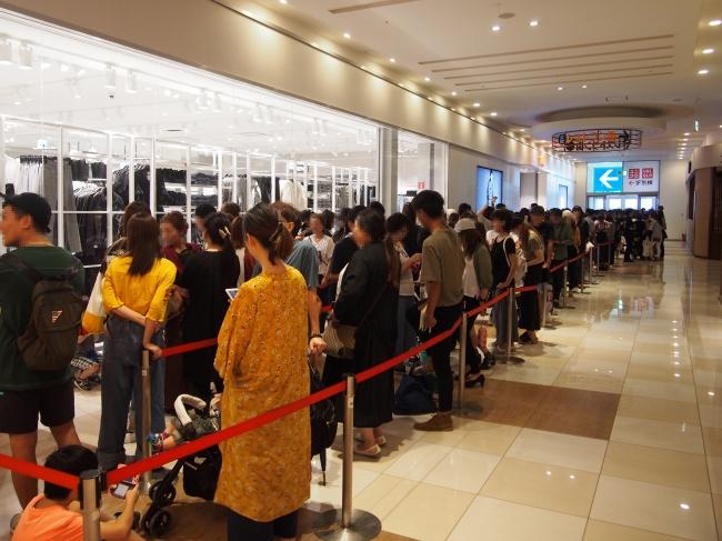 H M モラージュ菖蒲openに1 700人が列 双日商業開発株式会社のプレスリリース