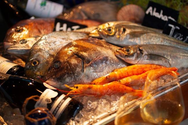 北海道直送の鮮魚とたっぷりの貝