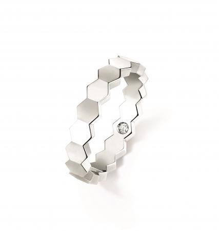 「ビー マイ ラブ」コレクション ハニカムリング 4mm WG, シークレットダイヤモンド 190,000円(税抜)