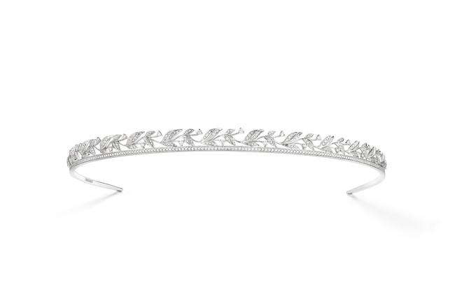 「ローリエ」コレクション ヘッドバンド WG,ダイヤモンド ¥5,240,000(税抜)