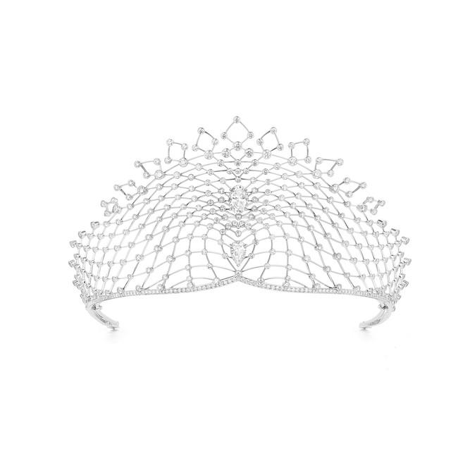 「ペルスペクティブ ドゥ ショーメ」 コレクション ラシ ティアラ 151,000,000円(税抜・参考価格)
