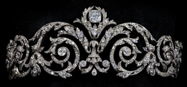 「スクロールワーク(渦巻き細工)のティアラ」 ジョゼフ・ショーメ 1908年 ゴールド、シルバー、ダイヤモンド
