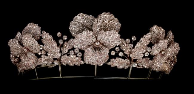 「パンジーの花のティアラ」 ジャン=バティスト・フォサン 1850年頃 ゴールド、シルバー、ダイヤモンド パリ、ショーメ コレクション