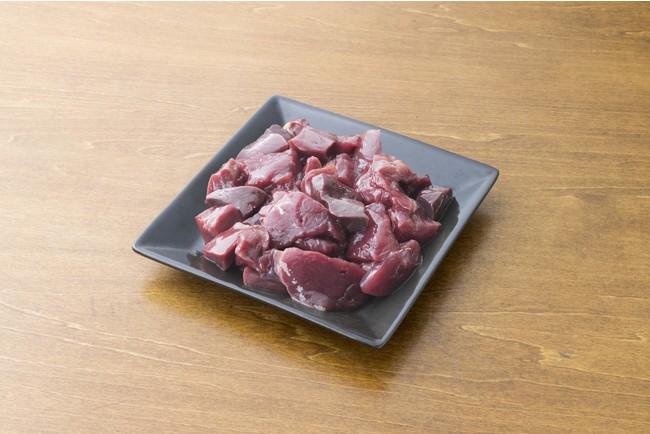 赤身のお肉7割に、3割内臓(肝臓、心臓)をプラスして、赤身肉だけでは不足しがちな栄養素をカバーしています。元気をつけたい子はもちろん、シニアや産後の子にもオススメです