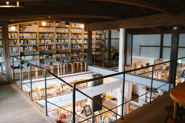 Books & Cafe「NABO」店内