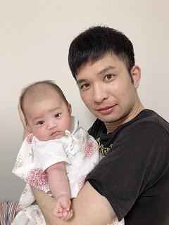 1989年5月生まれのパパ&2019年5月生まれの子ども(画像提供:元年親子のMさん)