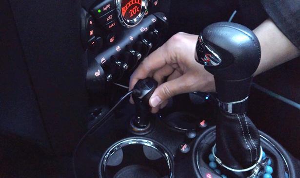 ミラーカム設置その3「シガーソケットにプラグを挿入」