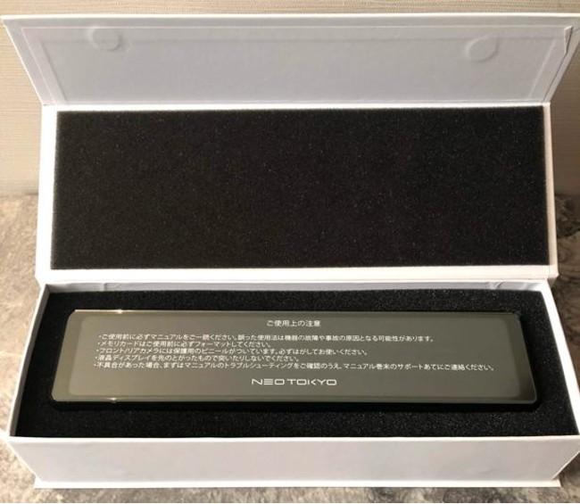 「ミラーカムR」の外箱は綺麗な白のケース