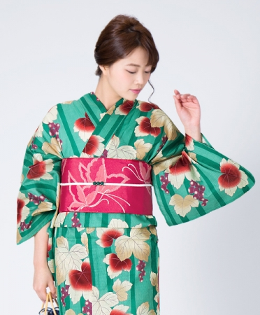 レトロモダンな柄×配色にこだわったKIMONOMACHI2018新作浴衣「青緑色 葡萄蔦」