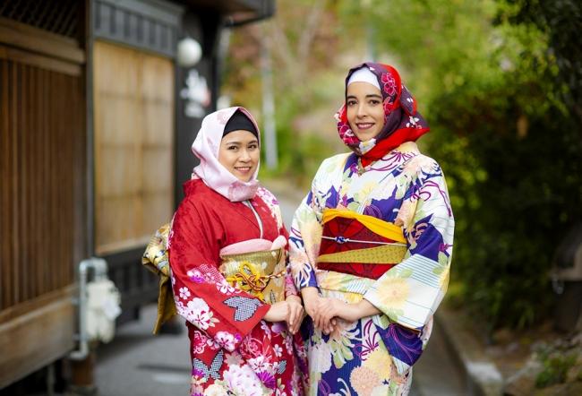 訪日ムスリム観光客に向けた着物に似合う『和柄ヒジャブ』のレンタル ...