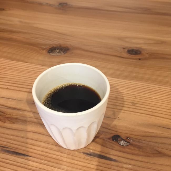 村山大介作のカップで楽しむコーヒー
