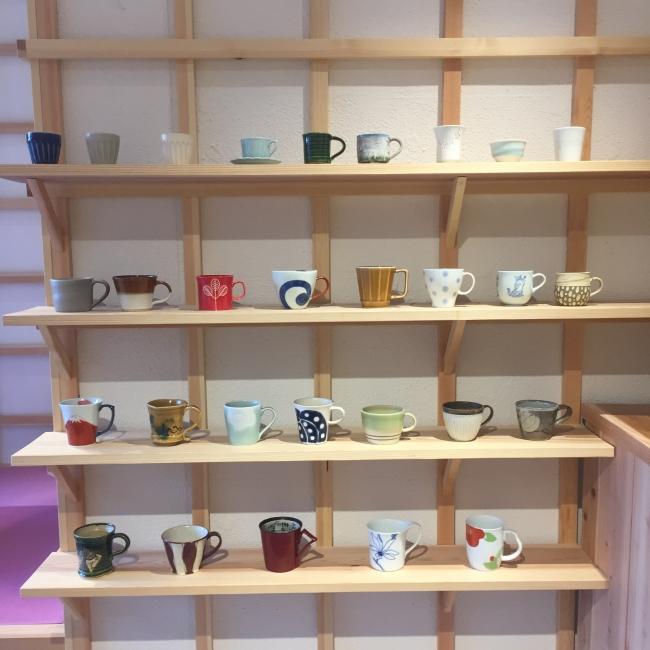 カフェのカップは約30種類から選べます