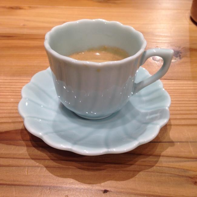 青山窯のカップ&ソーサーで楽しむエスプレッソ