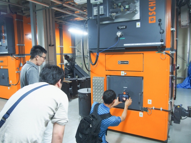 熱供給を行う木質バイオマスボイラー。この余熱もビジネスに活かせる可能性を秘めている