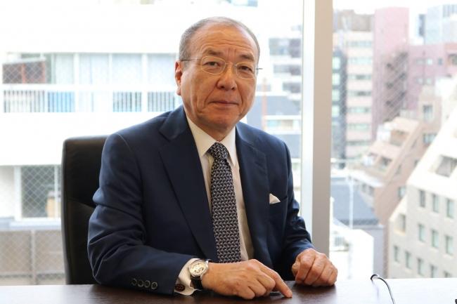 吉村泰典(よしむら・やすのり) 1949年生まれ。産婦人科医、慶應義塾大学名誉教授。日本産科婦人科学会理事長、日本生殖医学会理事長を歴任した不妊治療のスペシャリスト。 これまで2000人以上の不妊症、3000人以上の分娩など、数多くの患者の治療にあたる一方、第2次・第3次安倍内閣では、少子化対策・子育て支援担当として、内閣官房参与も務める。 ミキハウス子育てスペシャルアドバイザー。