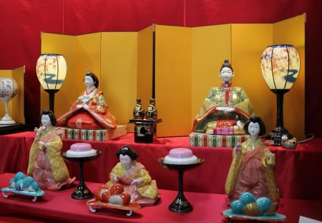 香蘭社製:世界最大の磁器製ひな人形二段飾り