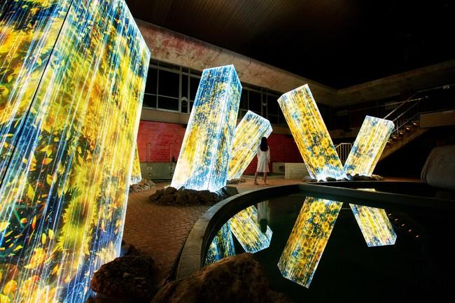 チームラボ「廃墟の湯屋にあるメガリス」