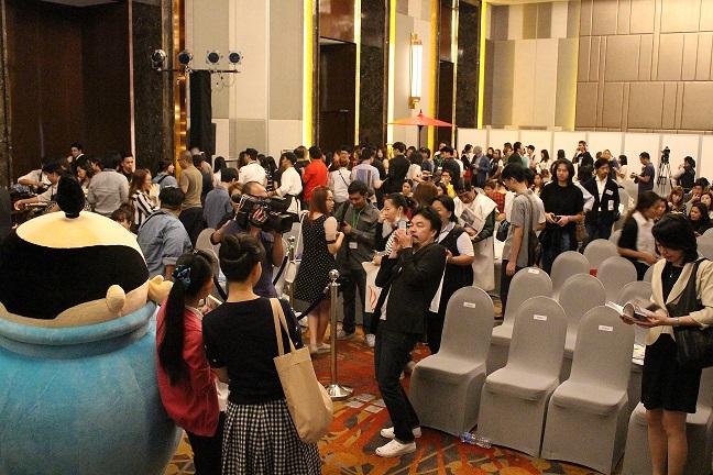 タイのイベントでは写真撮影の行列が
