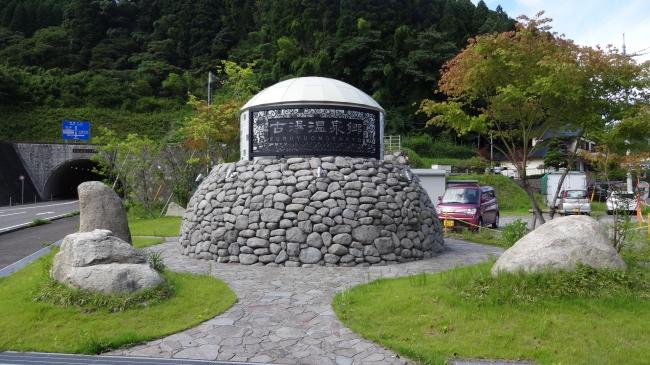 福岡からもアクセスが良く、湯治客だけでなく若い女性にも人気の温泉地