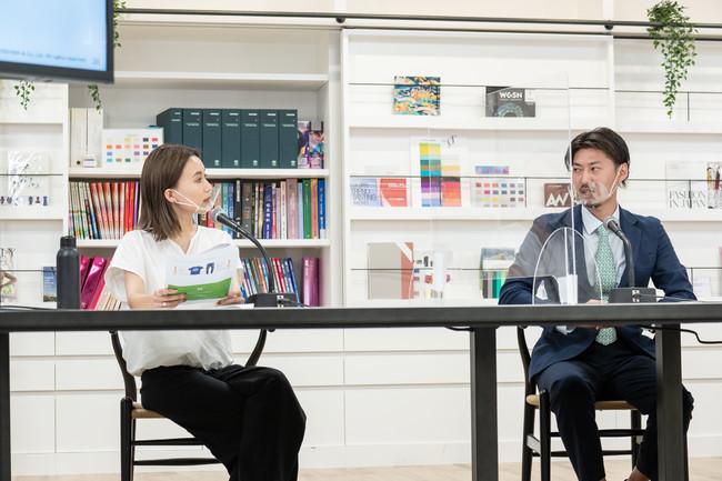 「BCIコットンとは」トークセッションの様子 モデレーターの鎌田安里紗さんと、豊島瀧本庄弥