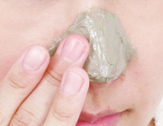 角 栓 鼻 いちご
